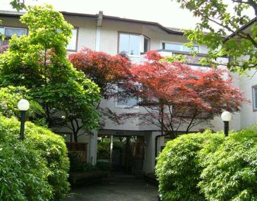 FEATURED LISTING: 113 809 W 16TH ST North Vancouver