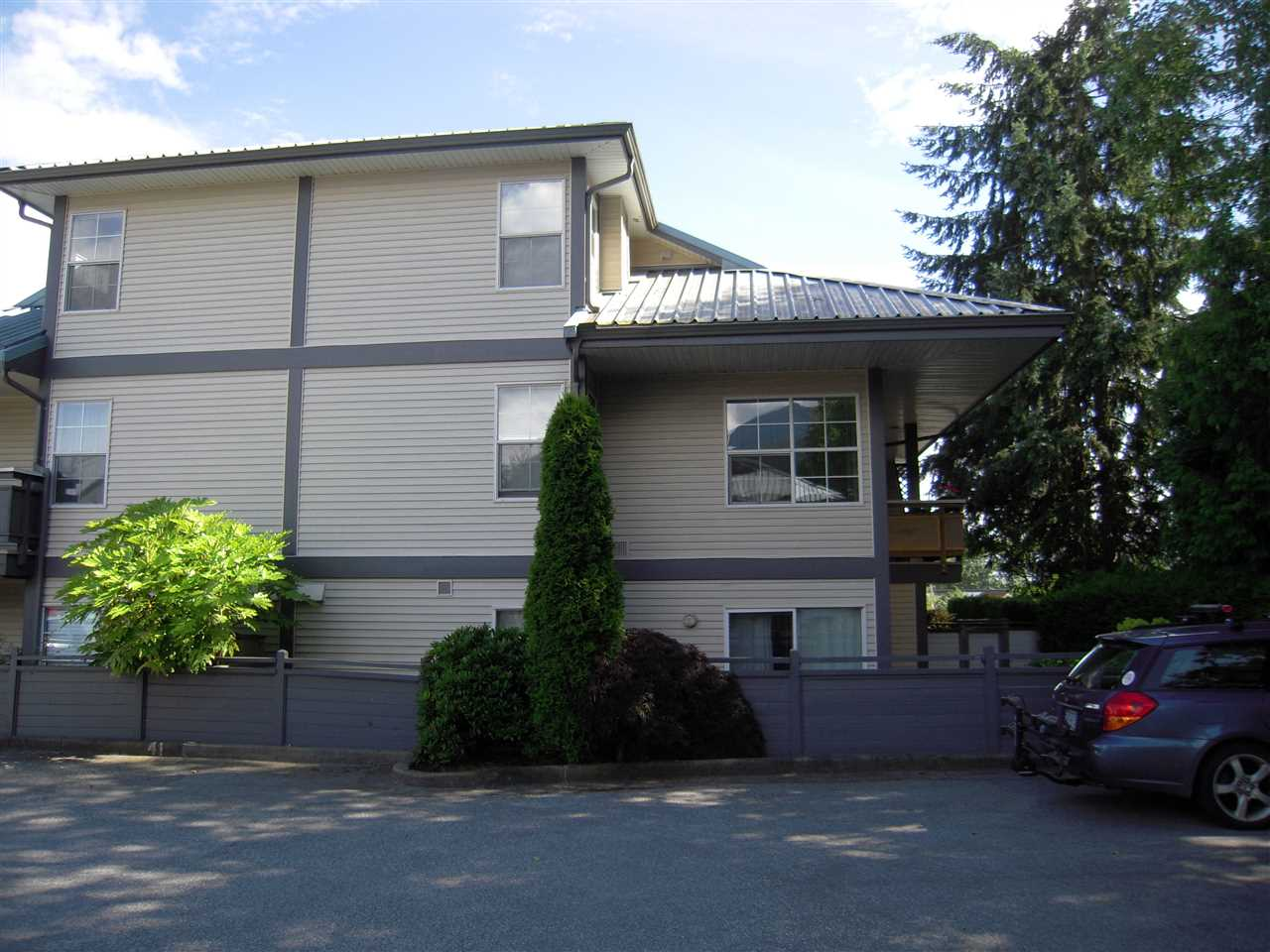 Main Photo: 43 689 PARK Road in Gibsons: Gibsons & Area Condo for sale (Sunshine Coast)  : MLS®# R2081854