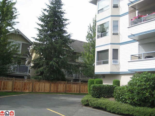 "Photo 10: 204 5377 201A Street in Langley: Langley City Condo for sale in ""RED MAPLE PLACE"" : MLS® # R2095794"