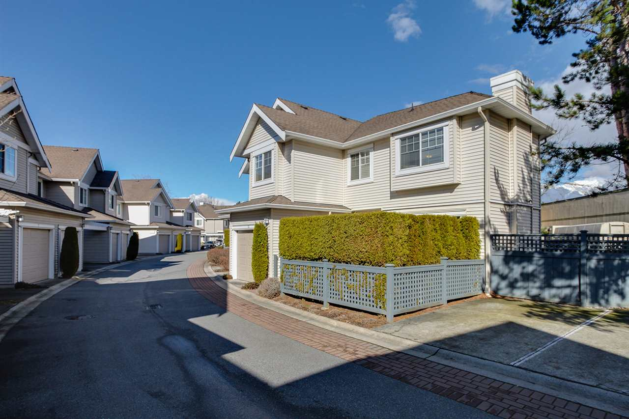"Photo 3: 12 5988 BLANSHARD Drive in Richmond: Terra Nova Townhouse for sale in ""RIVIERA GARDENS"" : MLS(r) # R2141105"