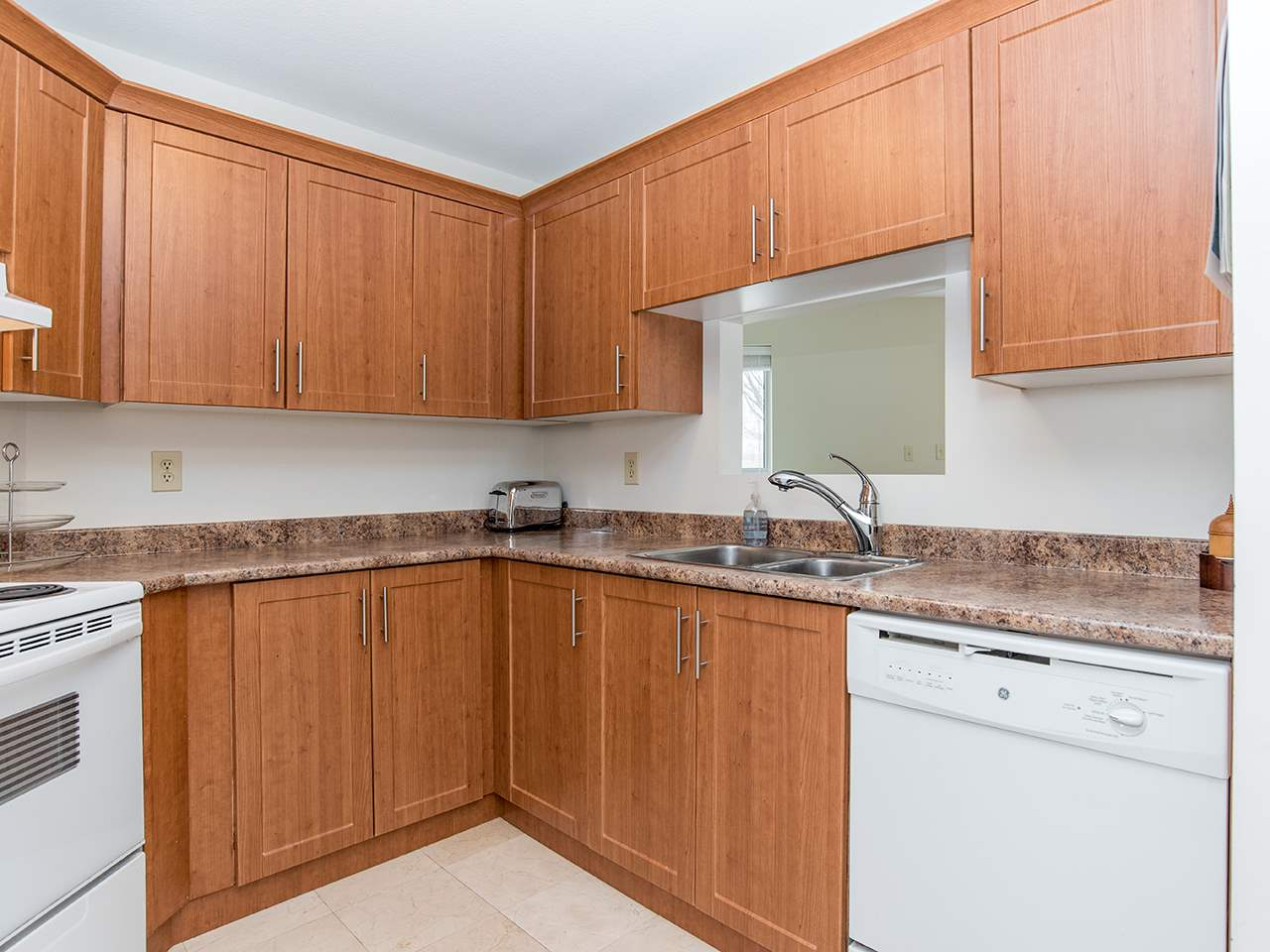 "Photo 3: 110 8651 ACKROYD Road in Richmond: Brighouse Condo for sale in ""The Cartier"" : MLS® # R2152253"