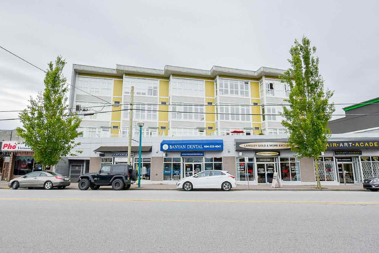 "Main Photo: 410 20238 FRASER Highway in Langley: Langley City Condo for sale in ""THE MUSE"" : MLS(r) # R2181123"
