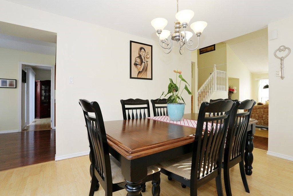 Photo 6: Photos: 15525 96B Avenue in Surrey: Guildford House for sale (North Surrey)  : MLS® # R2218758