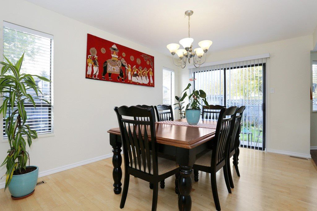 Photo 5: Photos: 15525 96B Avenue in Surrey: Guildford House for sale (North Surrey)  : MLS® # R2218758