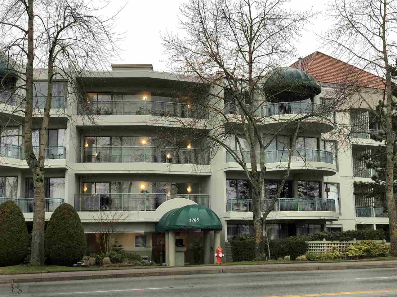 "Main Photo: 210 1785 MARTIN Drive in Surrey: Sunnyside Park Surrey Condo for sale in ""Southwynd"" (South Surrey White Rock)  : MLS®# R2239633"