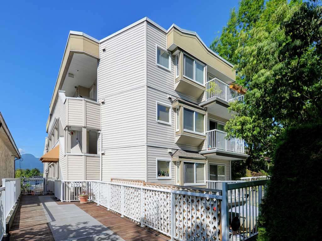 "Main Photo: 302 2295 PANDORA Street in Vancouver: Hastings Condo for sale in ""Pandora Gardens"" (Vancouver East)  : MLS®# R2252393"
