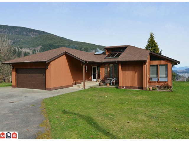 Main Photo: 1455 Frost Road in Cultus Lake: House for sale : MLS®# H1200933