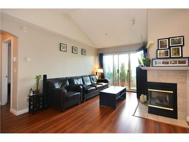 "Main Photo: 409 210 ELEVENTH Street in New Westminster: Uptown NW Condo for sale in ""DISCOVERY REACH"" : MLS(r) # V1042242"