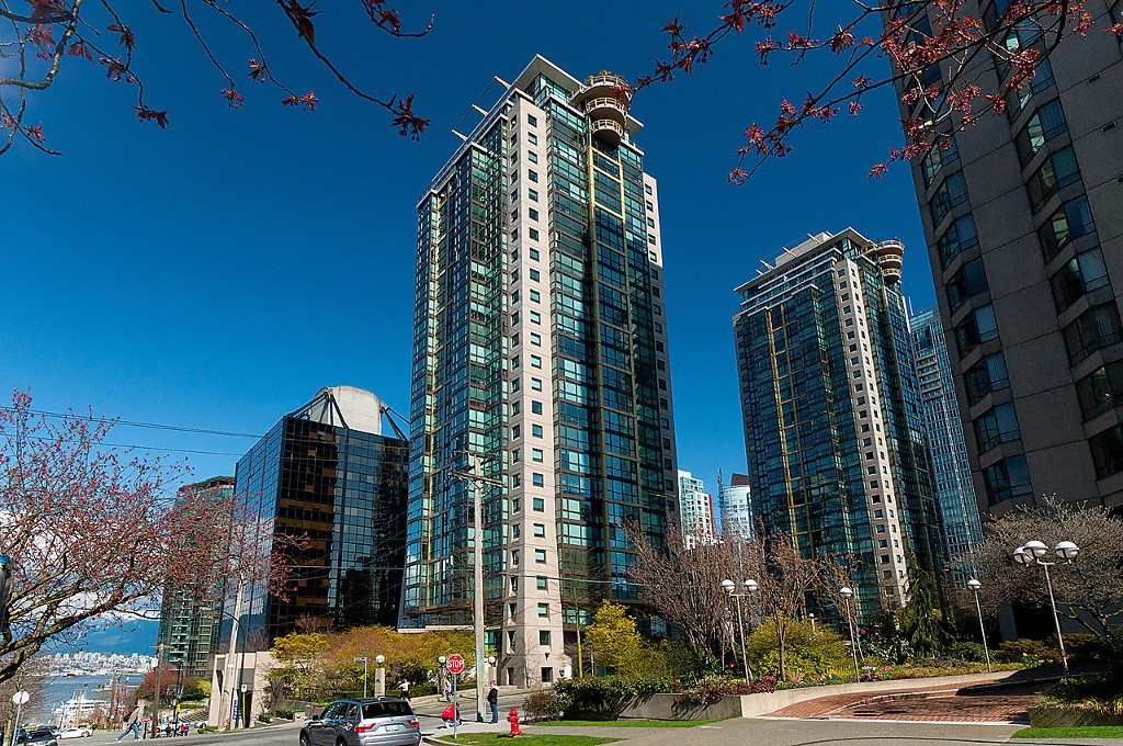 "Main Photo: 203 1367 ALBERNI Street in Vancouver: West End VW Condo for sale in ""THE LIONS"" (Vancouver West)  : MLS®# V1138178"