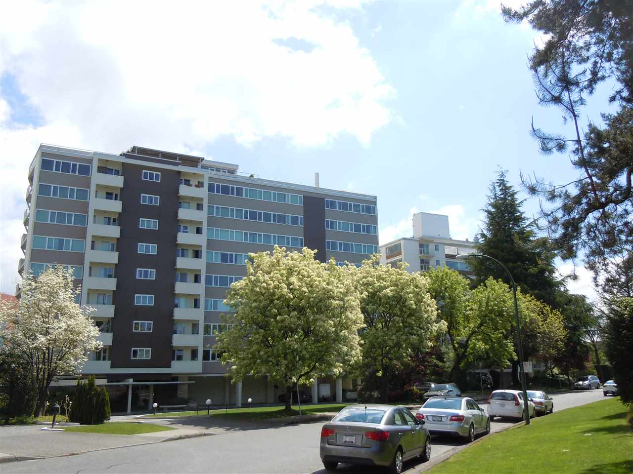"Main Photo: 504 6026 TISDALL ST in Vancouver: Oakridge VW Condo for sale in ""Oakridge Towers"" (Vancouver West)  : MLS®# R2021576"