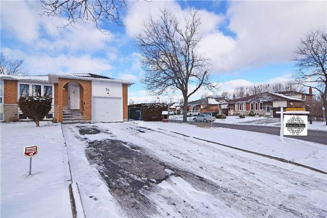 Main Photo: 35 Madison Street | Semi-Detached Bungalow For Sale | Homes for Sale in Brampton,ON.