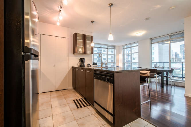 "Main Photo: 1002 1155 SEYMOUR Street in Vancouver: Downtown VW Condo for sale in ""BRAVA"" (Vancouver West)  : MLS®# R2030042"