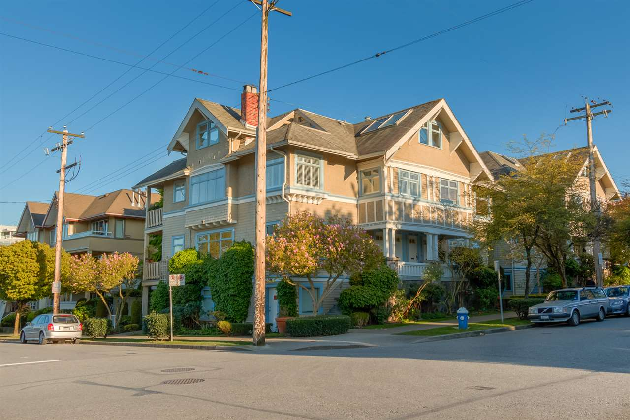 Main Photo: 2204 CYPRESS Street in Vancouver: Kitsilano Townhouse for sale (Vancouver West)  : MLS®# R2053943