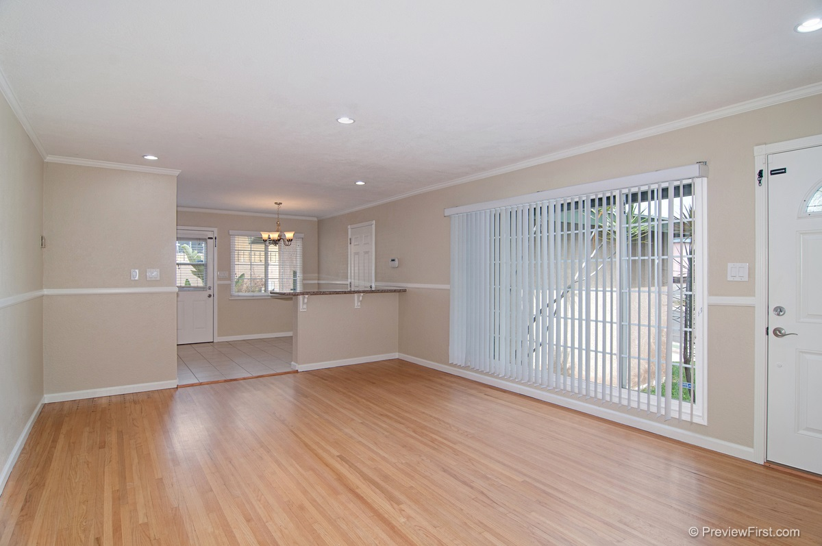 Photo 4: ENCANTO House for sale : 3 bedrooms : 5843 DULUTH AVENUE in San Diego