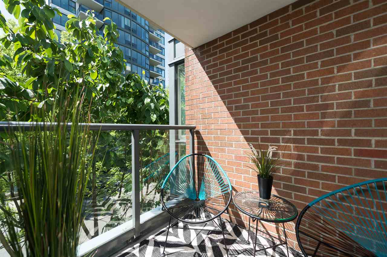 "Photo 7: 309 1425 W 6TH Avenue in Vancouver: False Creek Condo for sale in ""Modena of Portico"" (Vancouver West)  : MLS® # R2067536"