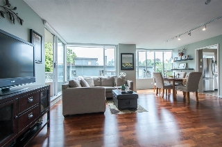 "Main Photo: 403 1566 W 13TH Avenue in Vancouver: Fairview VW Condo for sale in ""ROYAL GARDENS"" (Vancouver West)  : MLS® # R2080778"