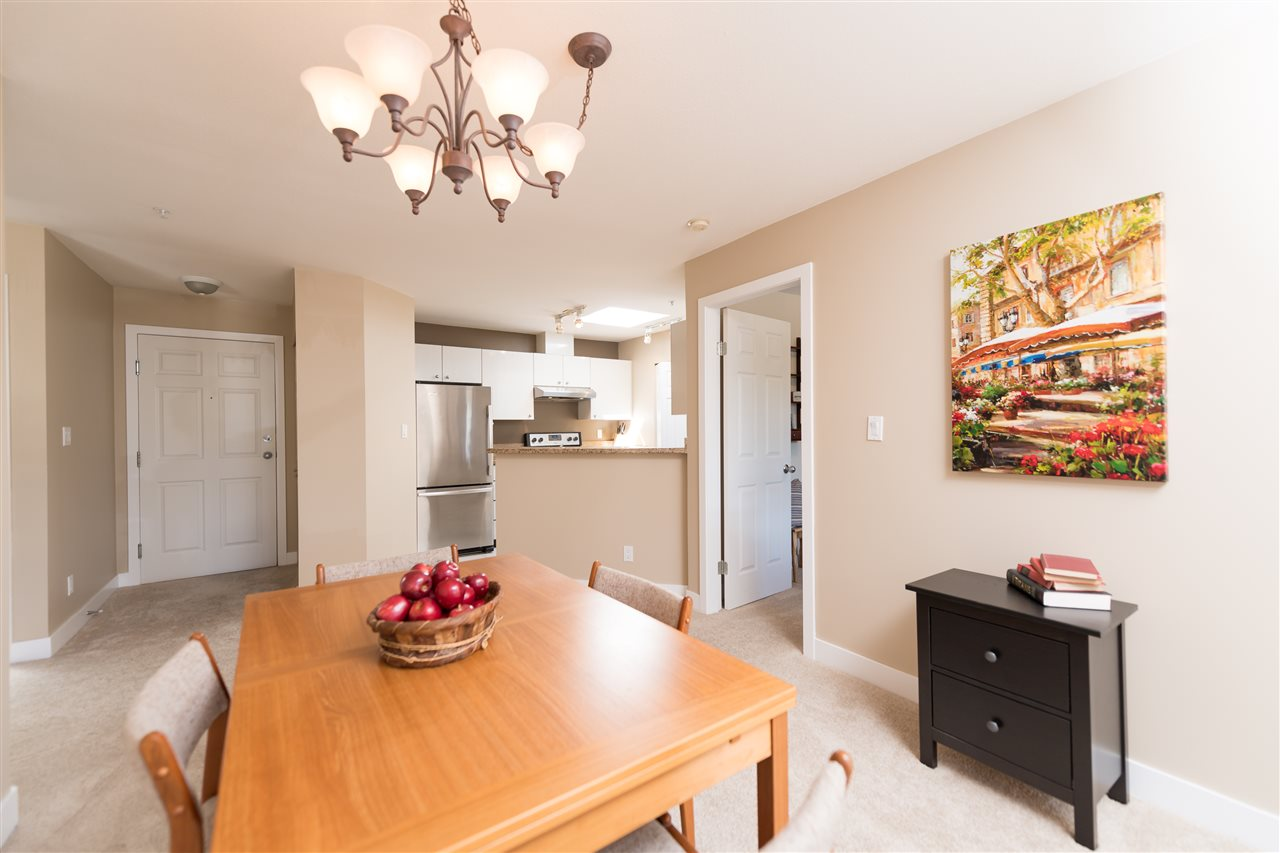 "Photo 6: 511 150 W 22 Street in North Vancouver: Central Lonsdale Condo for sale in ""The Sierra"" : MLS® # R2094681"
