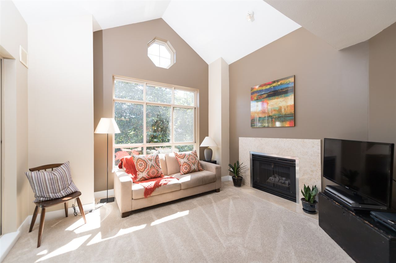 "Photo 2: 511 150 W 22 Street in North Vancouver: Central Lonsdale Condo for sale in ""The Sierra"" : MLS® # R2094681"