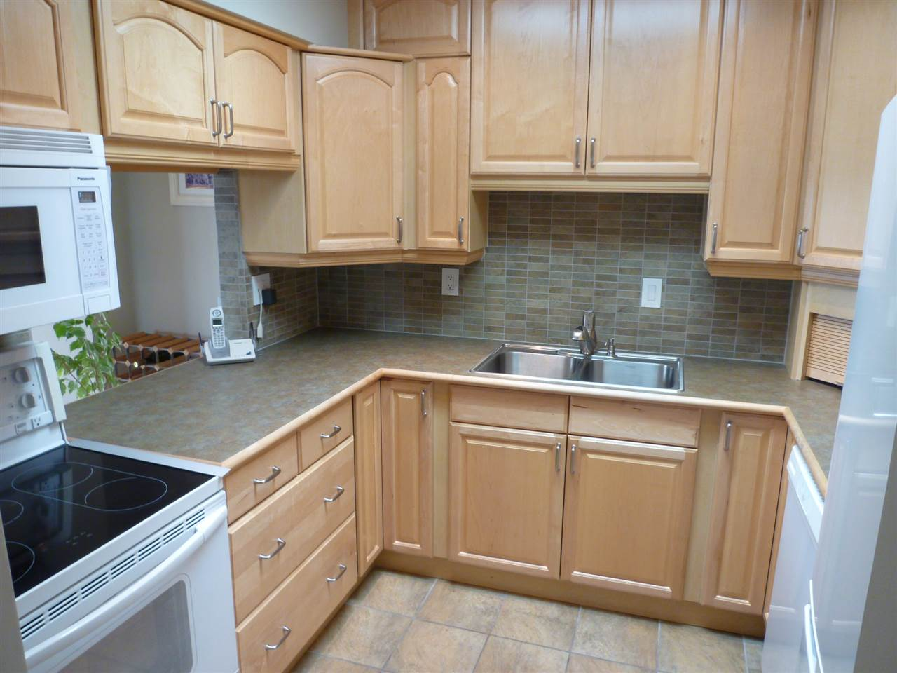"Photo 5: 301 1040 FOURTH Avenue in New Westminster: Uptown NW Condo for sale in ""HILLSIDE TERRACE"" : MLS(r) # R2099693"
