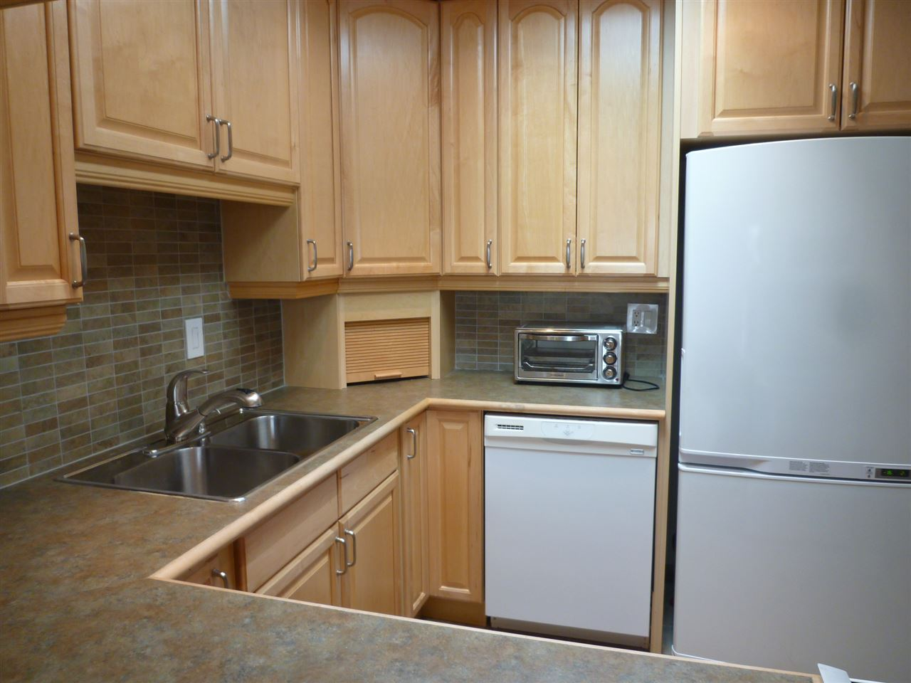"Photo 6: 301 1040 FOURTH Avenue in New Westminster: Uptown NW Condo for sale in ""HILLSIDE TERRACE"" : MLS(r) # R2099693"