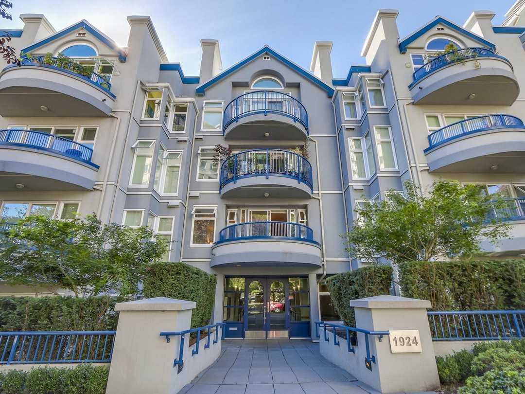 "Main Photo: 207 1924 COMOX Street in Vancouver: West End VW Condo for sale in ""WINDGATE BY THE PARK"" (Vancouver West)  : MLS®# R2109767"