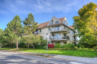 Main Photo: 101 2211 Shelbourne Street in VICTORIA: Vi Jubilee Condo Apartment for sale (Victoria)  : MLS(r) # 371138