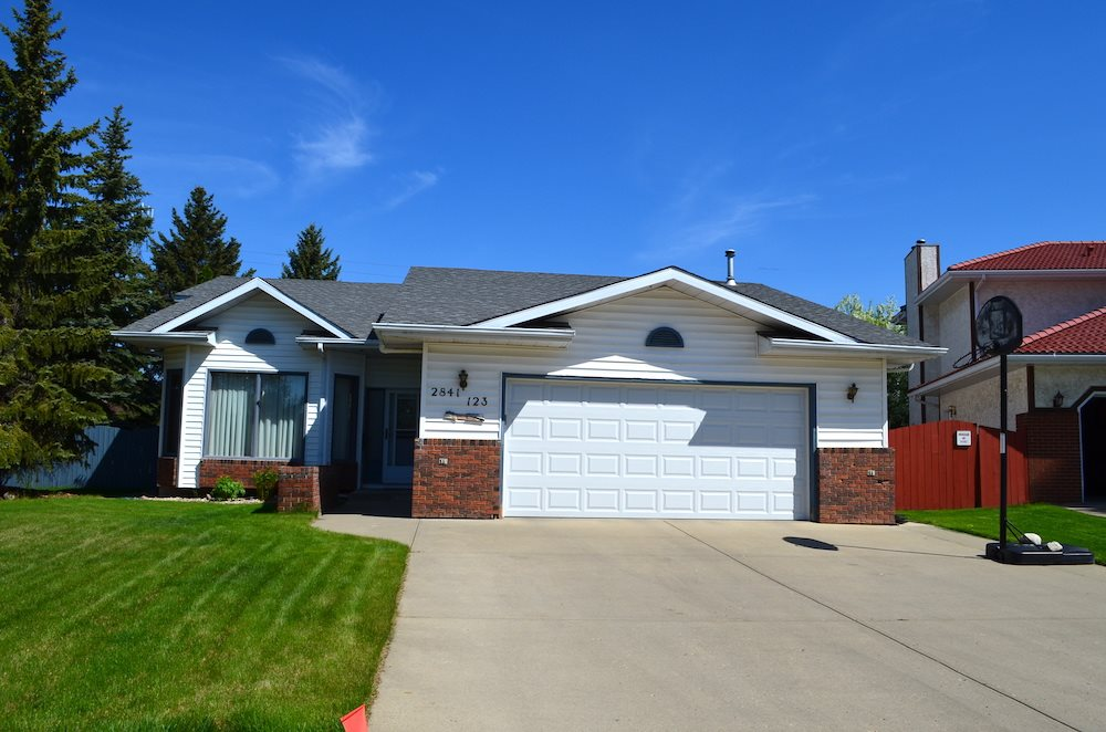 Main Photo: 2841 123 Street in Edmonton: Zone 16 House for sale : MLS® # E4065281