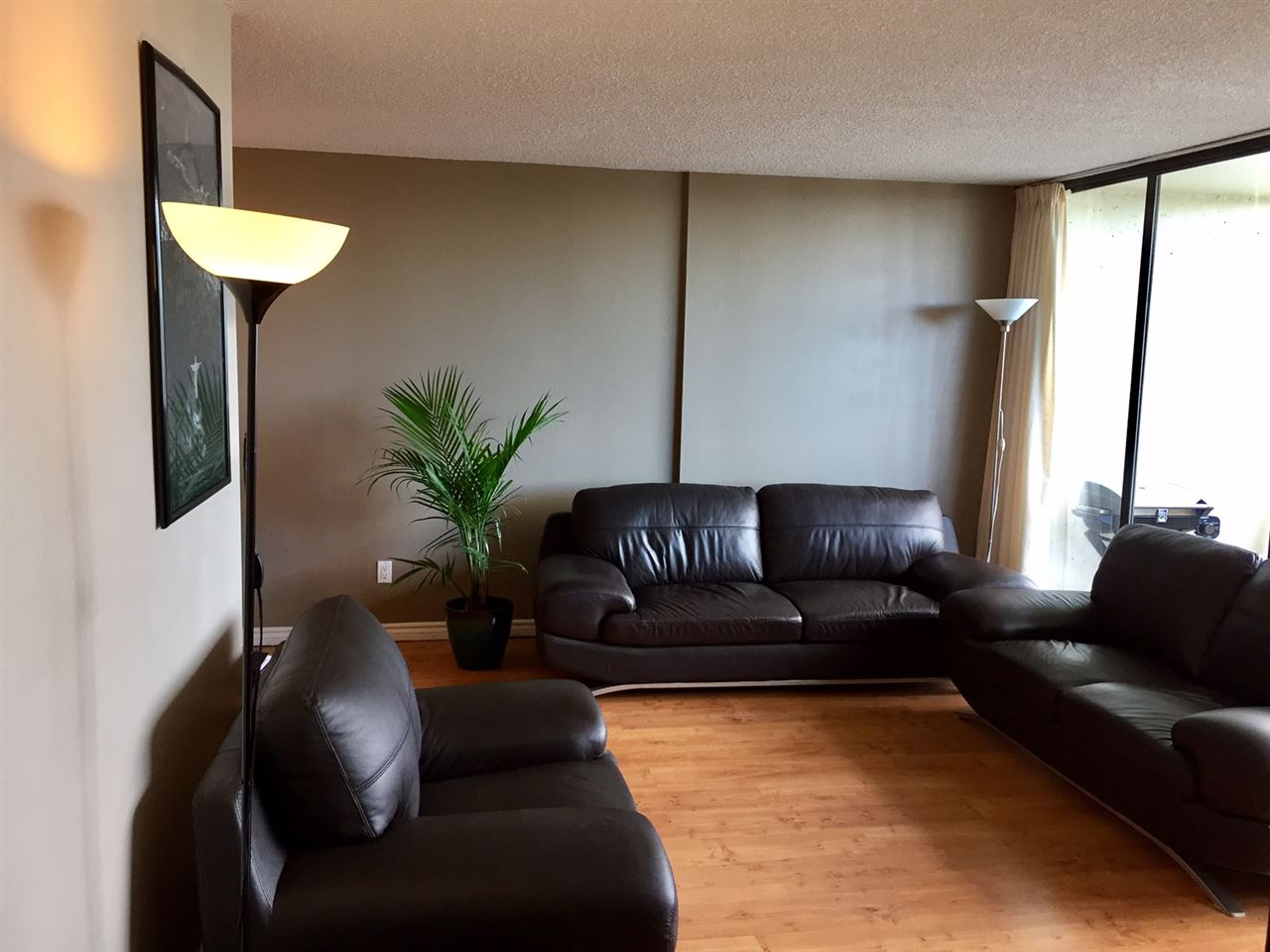 "Photo 2: 1606 4105 MAYWOOD Street in Burnaby: Metrotown Condo for sale in ""TIMES SQUARE"" (Burnaby South)  : MLS(r) # R2178631"