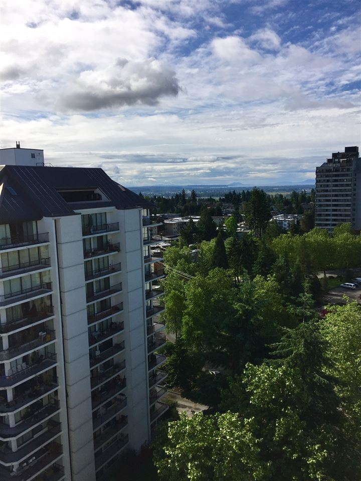 "Photo 11: 1606 4105 MAYWOOD Street in Burnaby: Metrotown Condo for sale in ""TIMES SQUARE"" (Burnaby South)  : MLS(r) # R2178631"