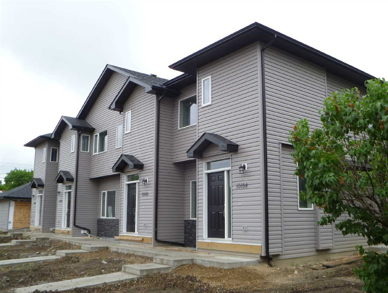 Photo 1:  in Edmonton: Zone 08 Townhouse for sale : MLS(r) # E4069782