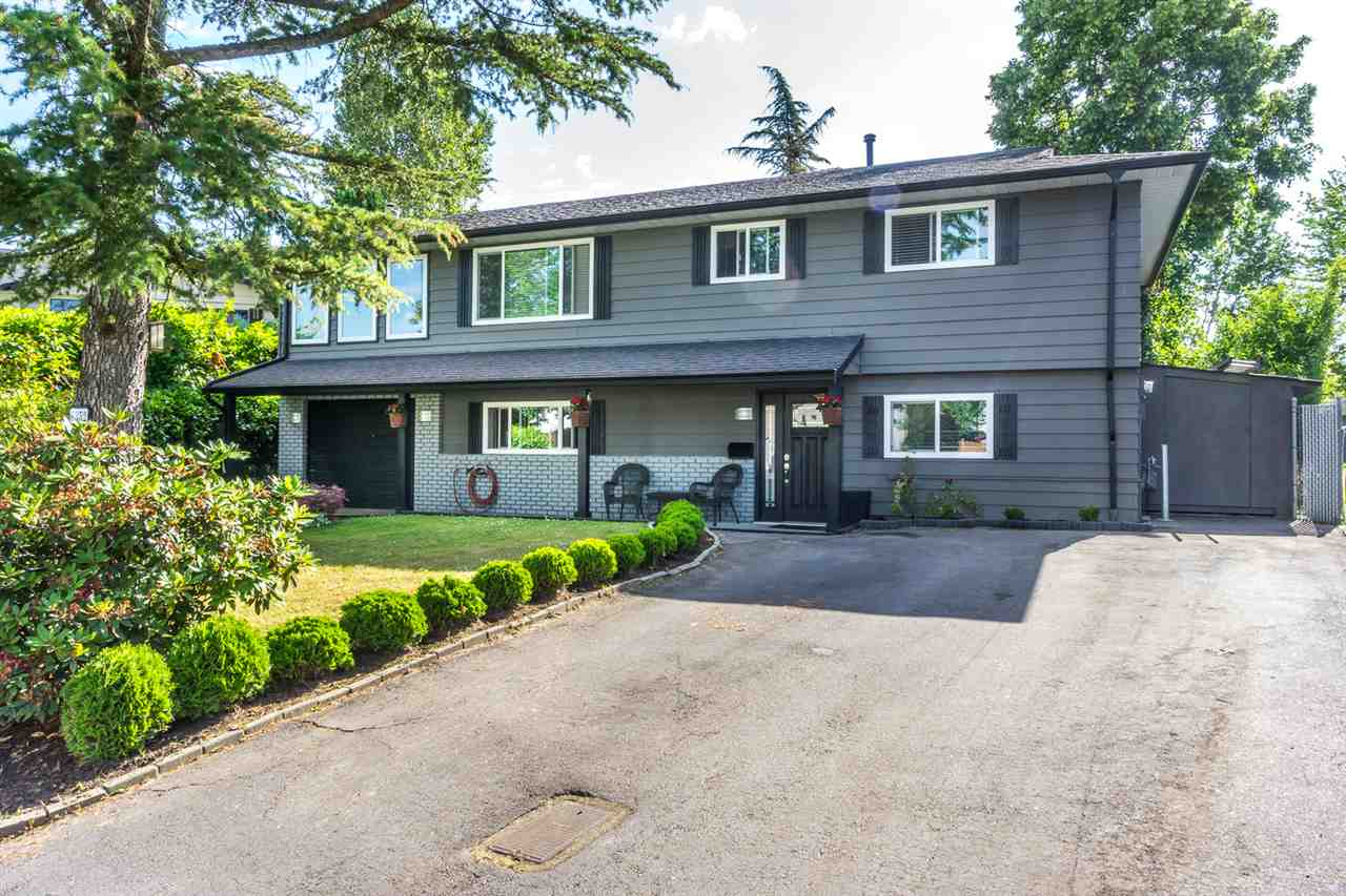 Main Photo: 6352 CHARBRAY Place in Surrey: Cloverdale BC House for sale (Cloverdale)  : MLS(r) # R2177119