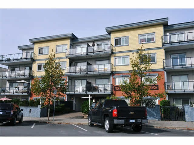 "Main Photo: 404 22363 SELKIRK Avenue in Maple Ridge: West Central Condo for sale in ""CENTRO"" : MLS® # R2185243"