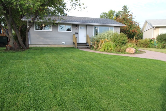 Main Photo:  in Edmonton: Zone 01 House for sale : MLS® # E4080259
