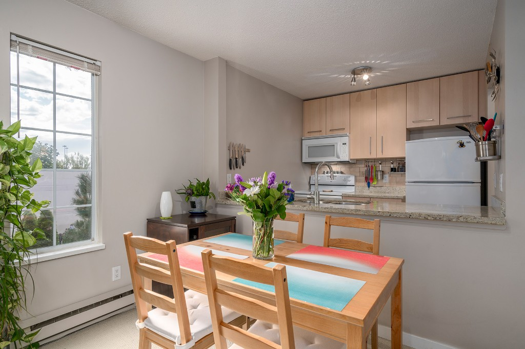 "Photo 8: Photos: 307 1386 W 73RD Avenue in Vancouver: Marpole Condo for sale in ""PARKSIDE 73"" (Vancouver West)  : MLS®# R2206978"