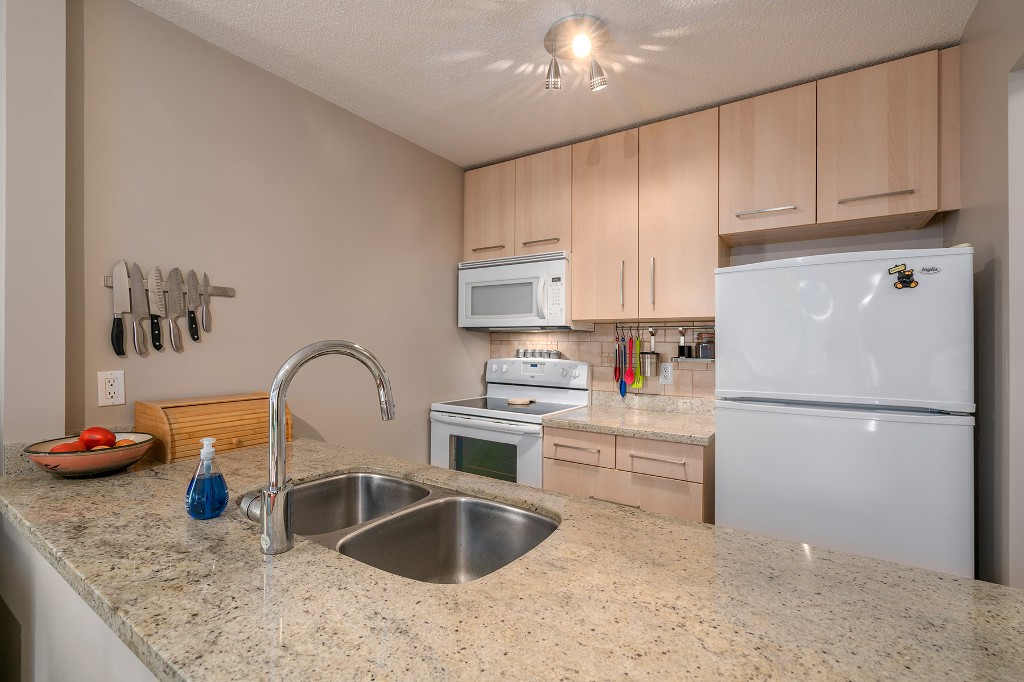 "Photo 9: Photos: 307 1386 W 73RD Avenue in Vancouver: Marpole Condo for sale in ""PARKSIDE 73"" (Vancouver West)  : MLS®# R2206978"