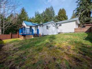 Main Photo: 2652 LOWER Road: Roberts Creek House for sale (Sunshine Coast)  : MLS® # R2247039