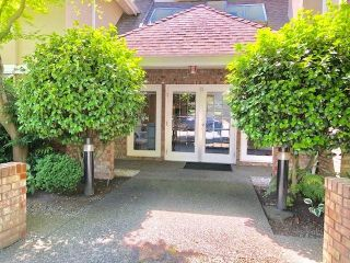 "Main Photo: 19 2130 MARINE Drive in West Vancouver: Dundarave Condo for sale in ""LINCOLN GARDENS"" : MLS®# R2286092"
