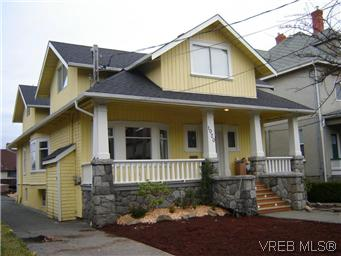Main Photo: 1 1020 Queens Avenue in BRENTWOOD BAY: Vi Central Park Residential for sale (Victoria)  : MLS® # 305533