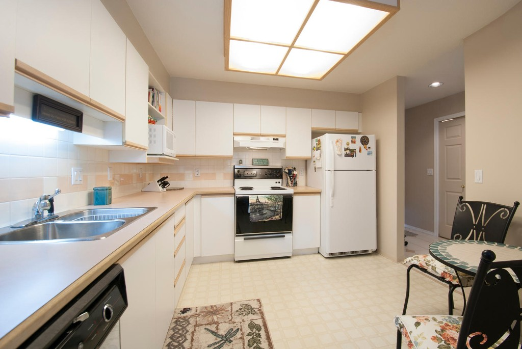 Photo 5: # 416 6735 STATION HILL CT in Burnaby: South Slope Condo for sale (Burnaby South)  : MLS(r) # V1028021
