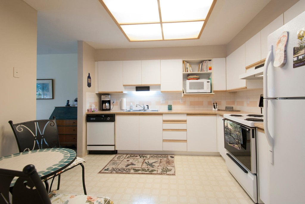 Photo 3: # 416 6735 STATION HILL CT in Burnaby: South Slope Condo for sale (Burnaby South)  : MLS(r) # V1028021