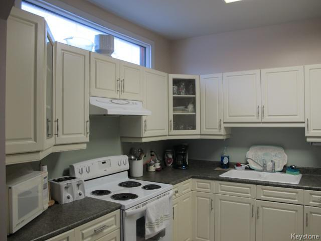 Photo 3: 709 Nassau Street South in WINNIPEG: Manitoba Other Residential for sale : MLS(r) # 1325024
