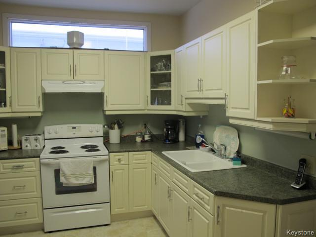 Photo 4: 709 Nassau Street South in WINNIPEG: Manitoba Other Residential for sale : MLS(r) # 1325024