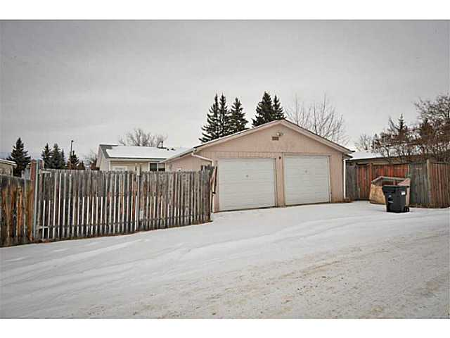 Photo 2: 370 MAITLAND Hill NE in Calgary: Marlborough Park Residential Detached Single Family for sale : MLS® # C3648859