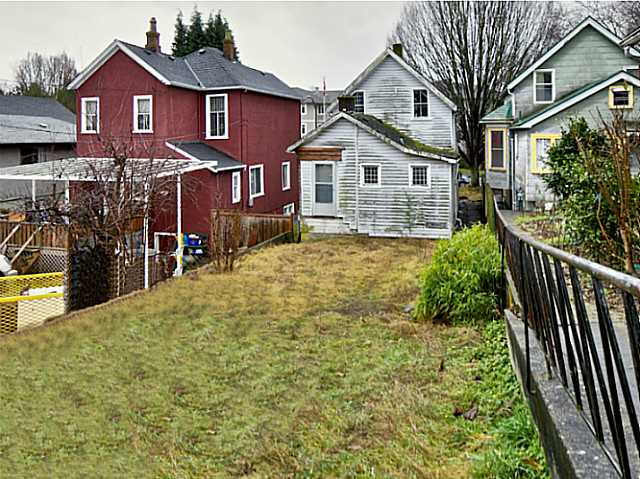 Photo 3: 737 PRIOR Street in Vancouver: Mount Pleasant VE Home for sale (Vancouver East)  : MLS® # V1138793