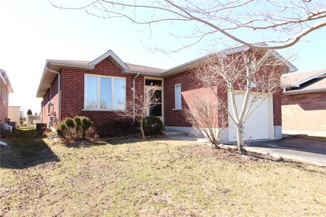 Main Photo: 333 W Mary Street in Kawartha Lakes: Lindsay House (Bungalow) for sale : MLS(r) # X3472192
