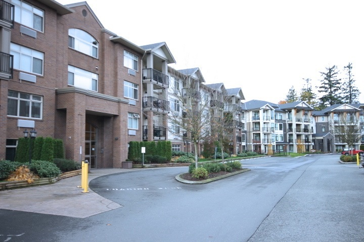 "Main Photo: 114 45753 STEVENSON Road in Sardis: Sardis East Vedder Rd Condo for sale in ""PARK PLACE II"" : MLS®# R2118902"