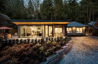 "Main Photo: 5843 FALCON Road in West Vancouver: Eagleridge House for sale in ""Eagleridge"" : MLS(r) # R2134645"