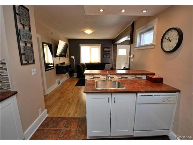 Photo 10: 27 Harrowby Avenue in Winnipeg: St Vital Residential for sale (2D)  : MLS(r) # 1701710