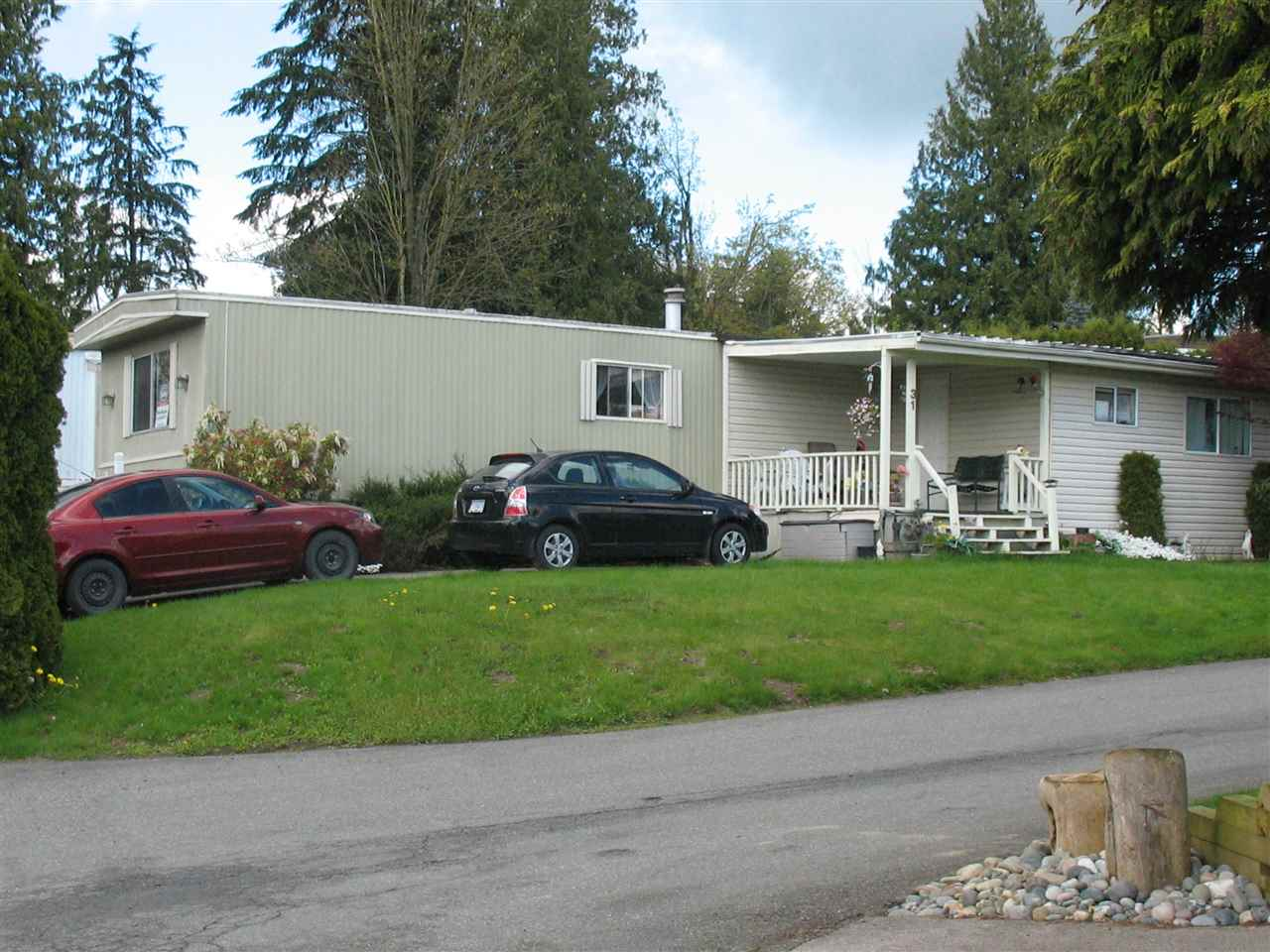 "Main Photo: 31 2035 MARTENS Street in Abbotsford: Central Abbotsford Manufactured Home for sale in ""Maplewood Estates"" : MLS(r) # R2159052"