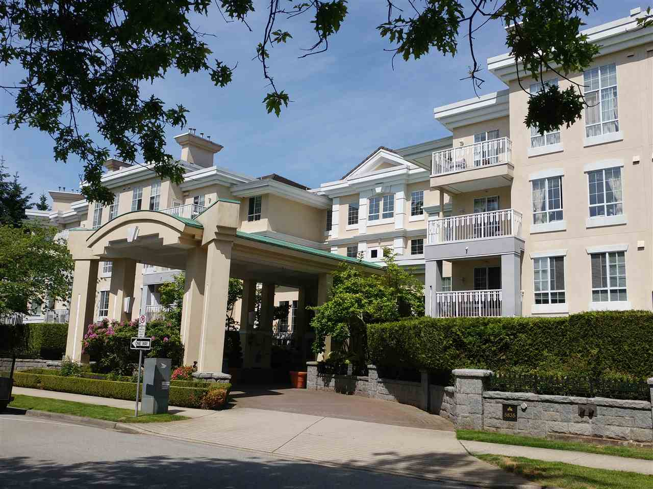 Main Photo: 211 5835 HAMPTON Place in Vancouver: University VW Condo for sale (Vancouver West)  : MLS(r) # R2176984